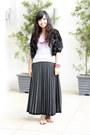 Dark-gray-pleated-thrifted-vintage-skirt-black-fur-vest-thrifted-blazer