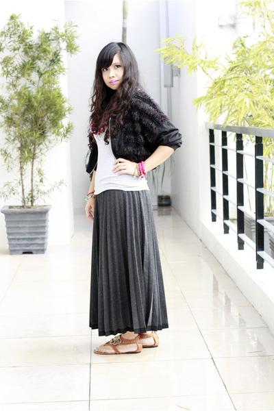 dark gray pleated thrifted vintage skirt - black fur vest thrifted blazer