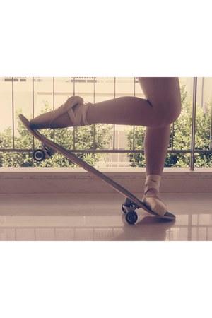 pointe heels