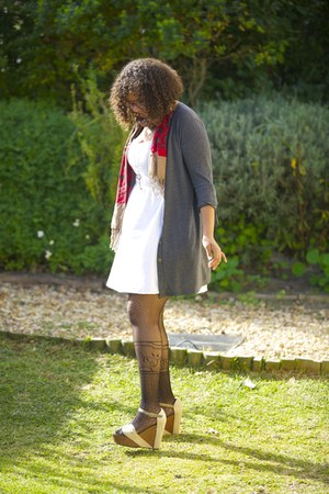 red cotton ginger mary scarf - white cotton nsync dress