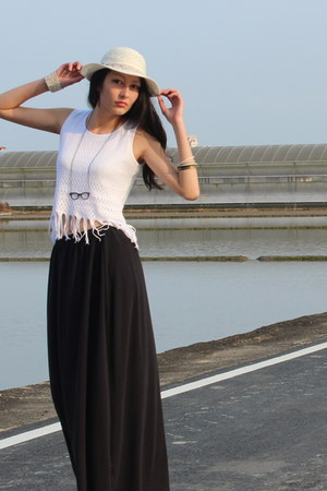 black maxi skirt H&M skirt - white floppy hat Country Road hat