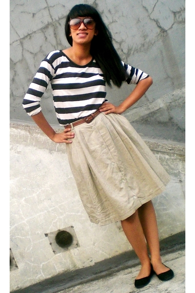 thrifted t-shirt - thrifted skirt - ITC belt - BTM shoes - Trad Market sunglasse