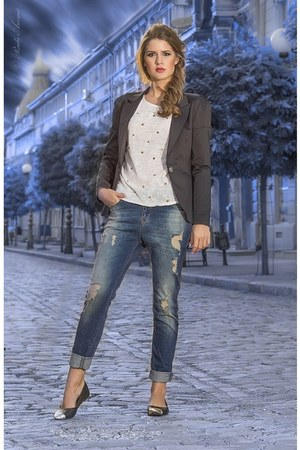 blue jeans - black blazer - off white t-shirt - black flats