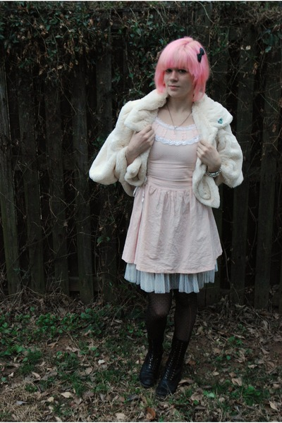 black Dolce Vita boots - light pink camden market dress - cream faux fur jacket