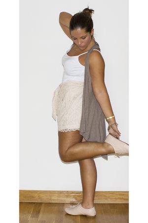 pink Primark shoes - brown H&M vest - gold H&M shorts - gold Stradivarius access