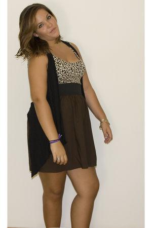 brown BLANCO dress - black H&M vest - gold H&M earrings - gold Accessorize brace