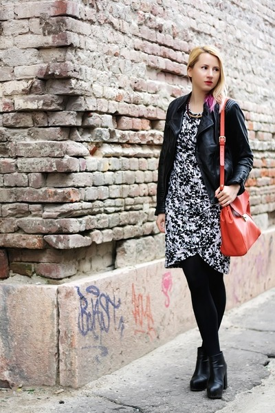 black ankle boots H&M boots - white graphic print H&M dress