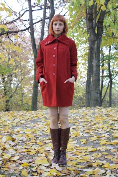 brick red H&M coat - dark brown Alto Gradimento boots - white random tights