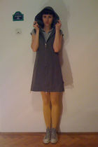 green Street One dress - gray unknown brand t-shirt - Fiore tights - gray Conver