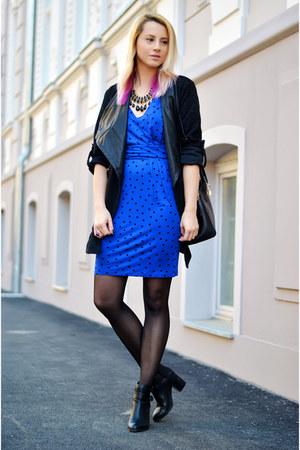 blue polka dot Mango dress - black cut out Stradivarius boots