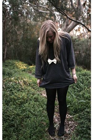 gray Sportsgirl sweater - white Home made necklace - black Novo shoes