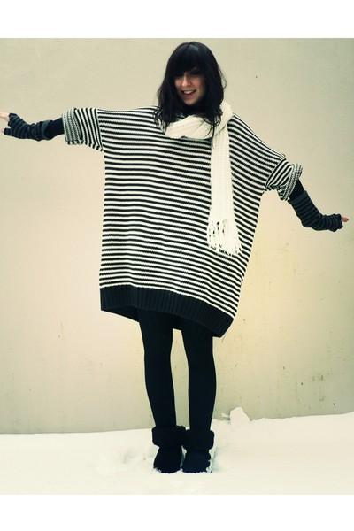 white Pimkie scarf - blue H&M dress - black notugg boots - gray camieu gloves