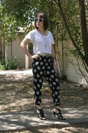 vintage pants - Express t-shirt - Nine West shoes