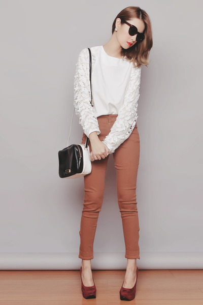 black zeroUV sunglasses - brown Bayo pants - white Chicwish top