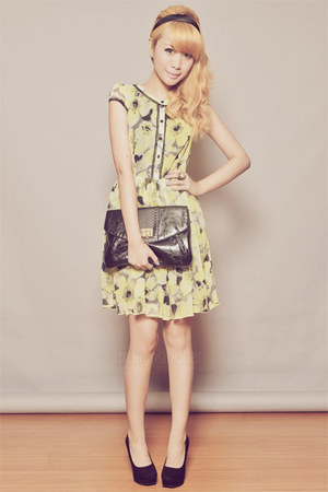 black clutch Dorothy Perkins bag - light yellow clothes for the goddess dress