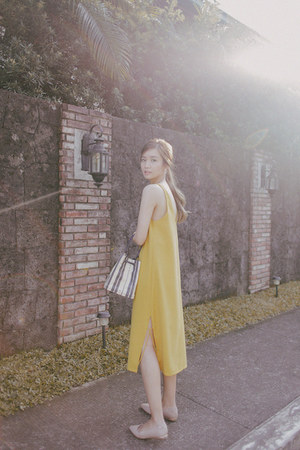 mustard Anika dress - navy tory burch bag - beige Aldo flats