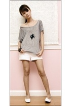 gray Topshop top - white Greenhills shoes - white Mphosis shorts