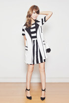 black striped Motel Rocks dress - white two-tone chicnova bag