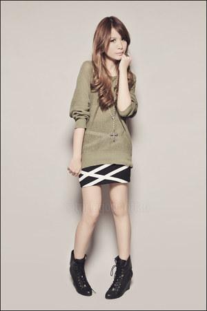 olive green Forever 21 sweater - black Forever 21 boots - black Forever 21 skirt