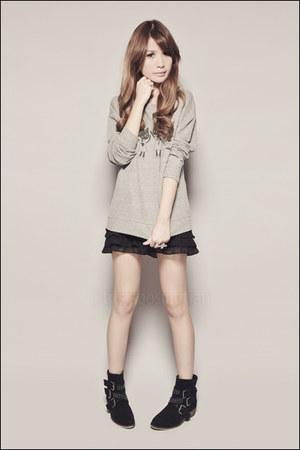 black Forever 21 skirt - black Forever 21 boots - heather gray Forever 21 sweate