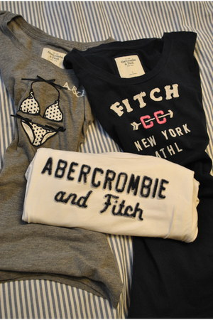 heather gray abercrombie & fitch t-shirt - navy abercrombie & fitch t-shirt