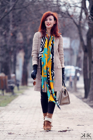 camel Massimo Dutti coat - Zara scarf