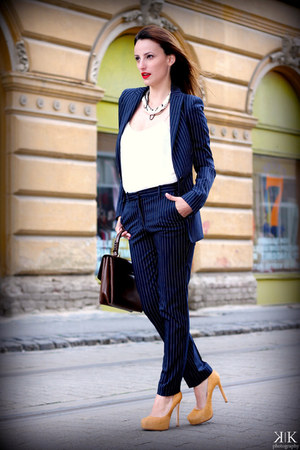 navy Zara blazer - navy Zara pants - cream Zara t-shirt