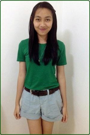 green shirt - blue shorts - star necklace - brown belt