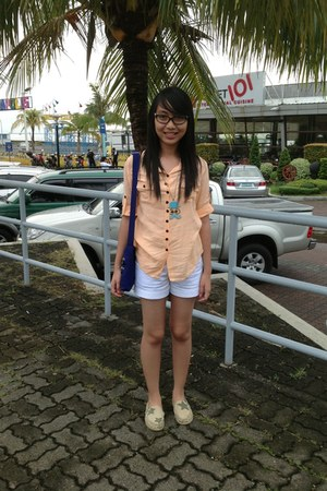 peach color blouse - high waist shorts - Cosmopolitan glasses