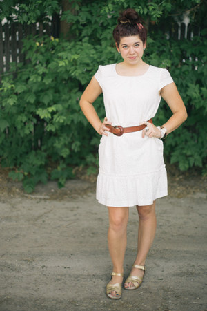 light brown thrifted belt - white eyelet Gap dress - gold Salt Water sandals