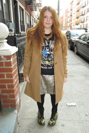 guns n roses Urban Outfitters sweatshirt - Dr Martens boots