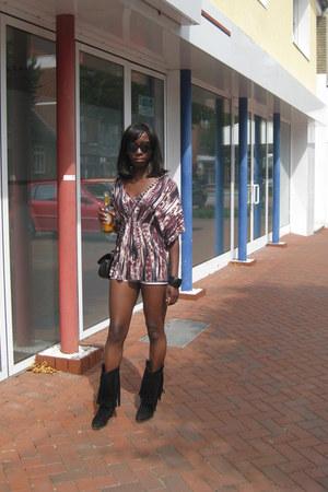 TK Maxx boots - H&M shirt - Zara bag - Mango shorts - Accessorize sunglasses