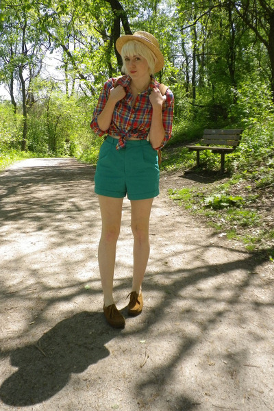 camel Urban Outfitters hat - red thrifted vintage shirt - light brown American A