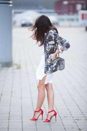 forest green oversized army unknown jacket - white loose cotton Zara dress