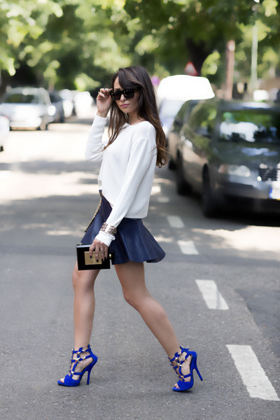 white Zara top - black pvc metal Chanel bag - blue Giuseppe Zanotti sandals