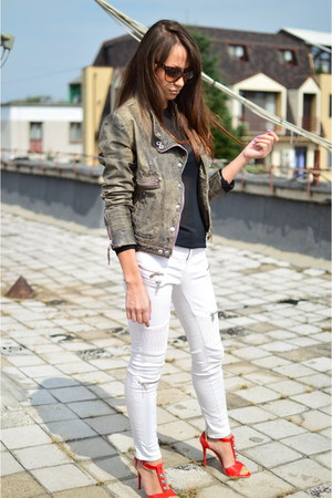 white biker Zara jeans - light brown leather Zara jacket