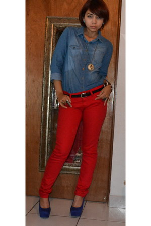red jeans - blue blouse