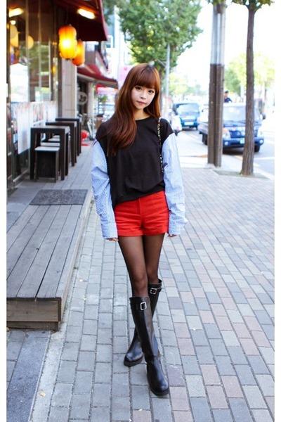 Black Shirt Red Shorts