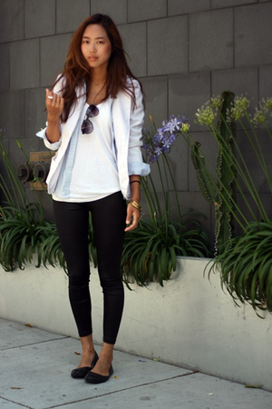 white vintage blazer - black leggings - blue banana republic shirt