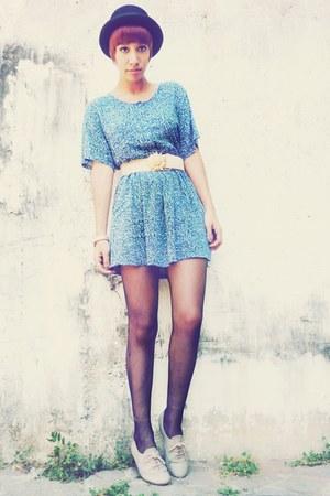 gold sunflower thrifted belt - beige Zara shoes - blue 1 thrifted dress