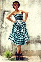 sky blue thrifted dress - black f21 hat - black gift belt - black f21 heels