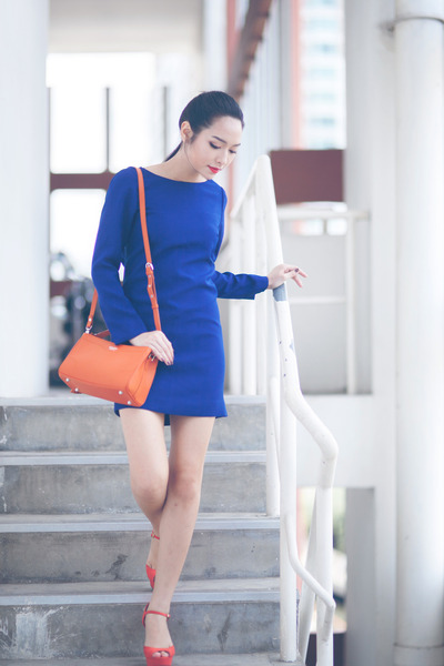 leather Monique bag - crepe Sasiwan dress