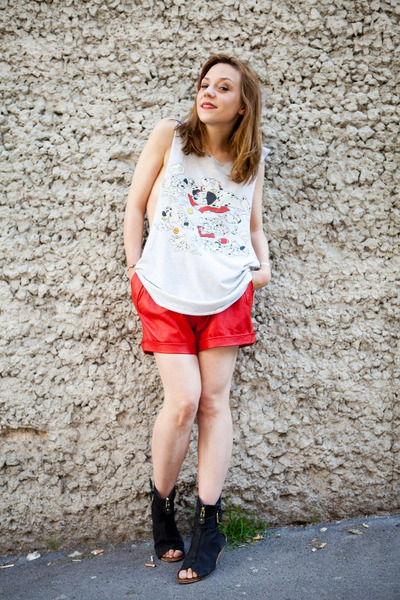 red leather Hippy Market sacr coeur Paris shorts