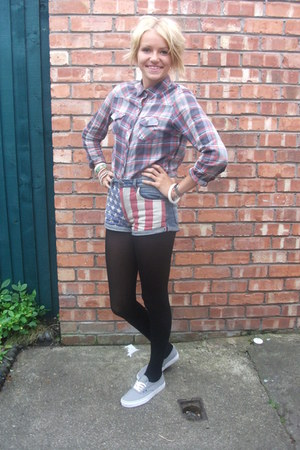 American shorts - grey shoes - checked shirt