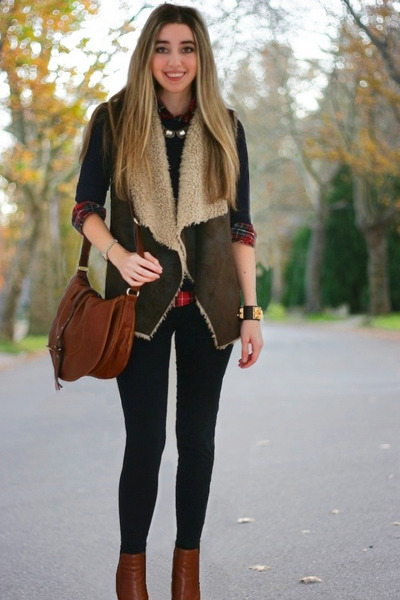 dark brown shearling Velvet vest - tawny anabela boots Alexander Wang boots