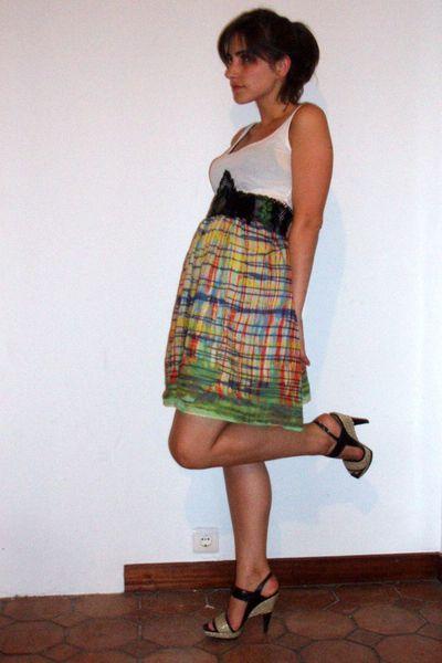 H&M t-shirt - Zara belt - Zara skirt - Pura Lopez shoes