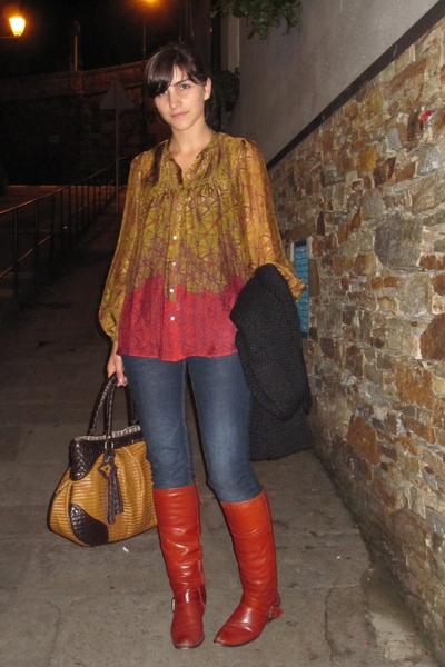 Zara shirt - Zara jeans - Horizonte boots - Adolfo Dominguez purse - Zara coat