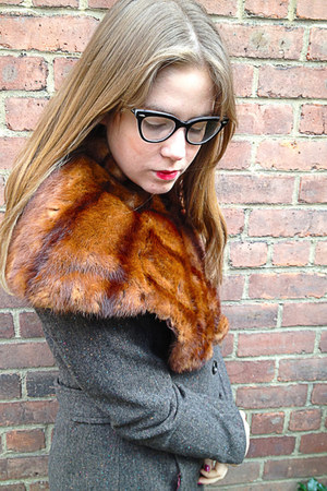 dark brown vintage accessories - gray H&M coat - black Ray Ban glasses