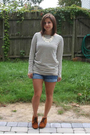 navy stripe Uniqlo shirt - bronze Minnetonka boots - navy H&M shorts