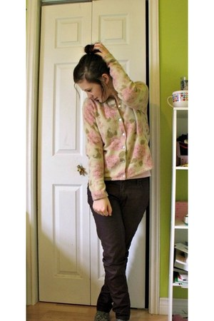 beige floral print sweater - dark brown pants - light pink t-shirt